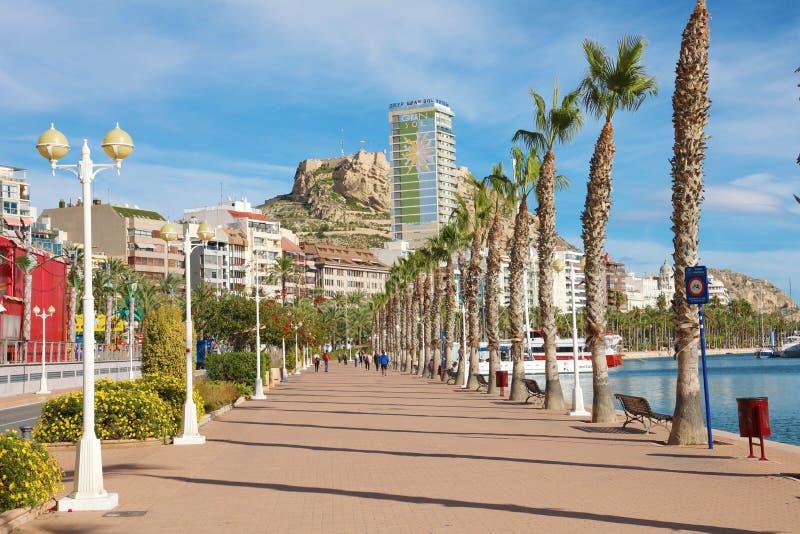 ALICANTE, HISZPANIA - 29 LISTOPADA 2019 R.: Alicante promenade śródziemnomorskie miejsce przeznaczenia w Hiszpanii, Europa obrazy stock