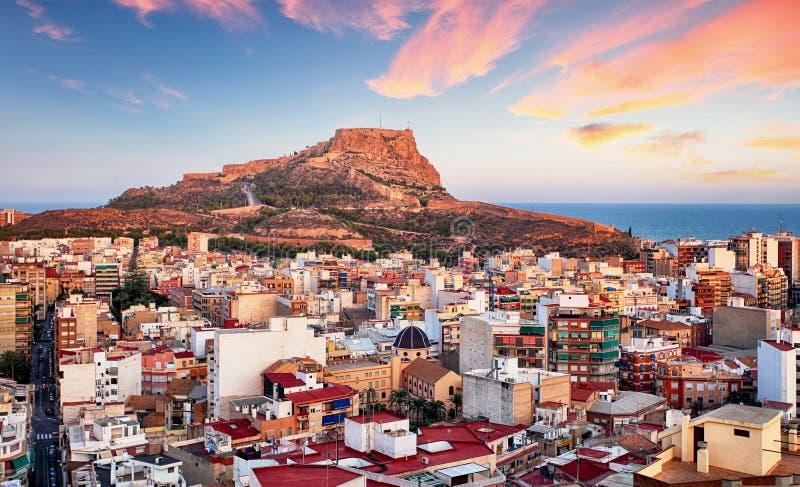 Alicante, Hiszpania -, widok Santa Barbara kasztel na górze Benacant zdjęcia royalty free