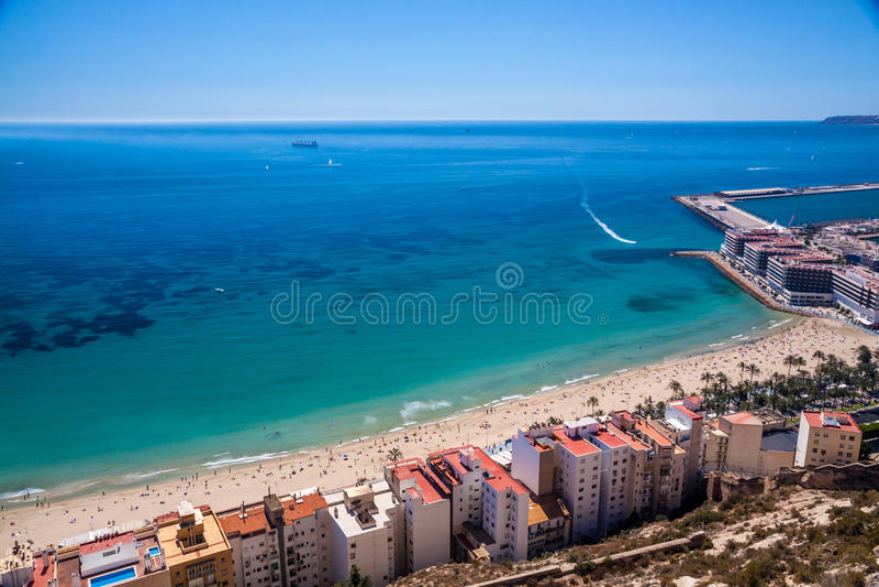 Alicante-Küstenlinie und -strand lizenzfreie stockfotografie