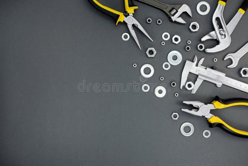 Alicates, llave inglesa con el calibrador ajustable del llave y a vernier en el cr fotos de archivo libres de regalías