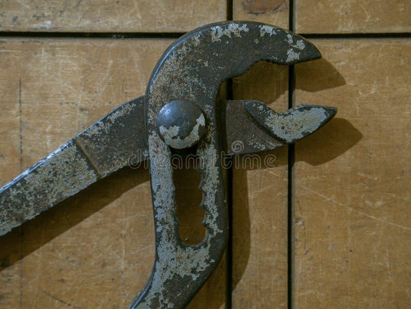 ALICATES PWP Kalyan Maharashtra la INDIA de la LLAVE de TUBO del PUNTO AZUL de la HERRAMIENTA del DIAMANTE del VINTAGE imagen de archivo libre de regalías