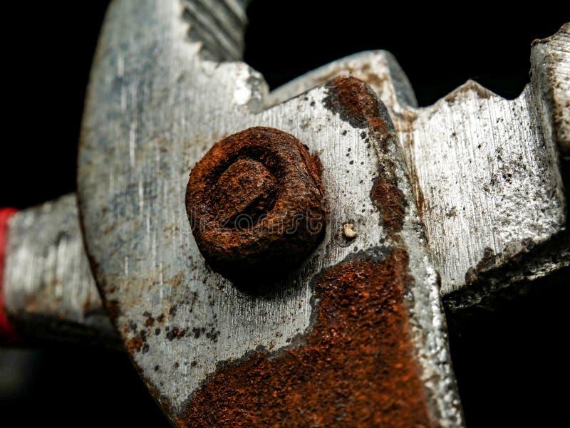 Alicates velhos feitos do aço oxidado imagens de stock