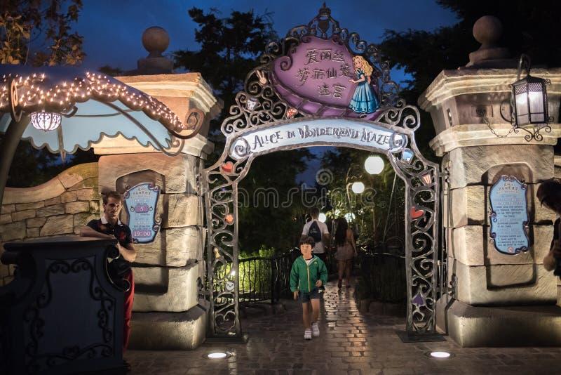 Alice in het Labyrint van het Sprookjesland in Shanghai Disneyland, China royalty-vrije stock foto