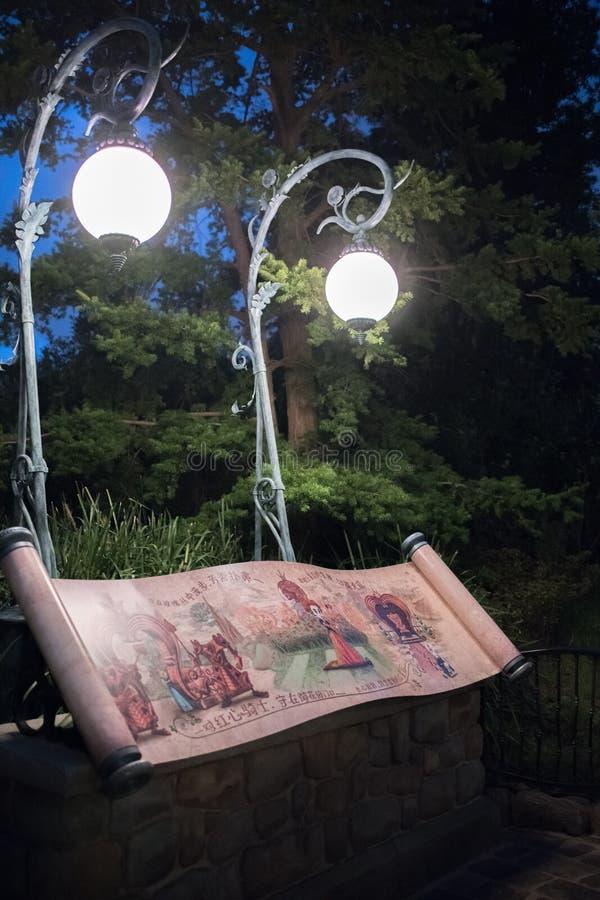 Alice in het Labyrint van het Sprookjesland in Shanghai Disneyland, China royalty-vrije stock foto's