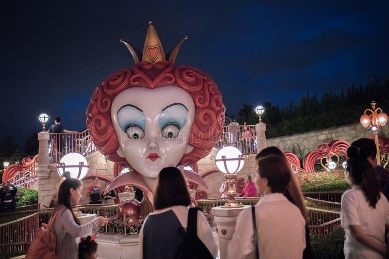 Alice in het Labyrint van het Sprookjesland in Shanghai Disneyland, China stock foto's
