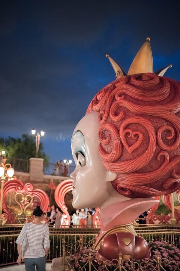Alice in het Labyrint van het Sprookjesland in Shanghai Disneyland, China stock afbeeldingen