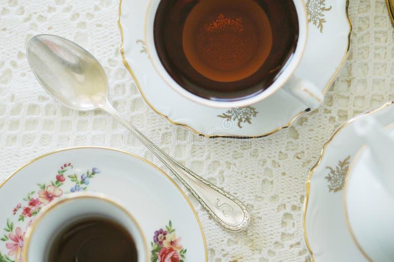 Alice no partido de chá do país das maravilhas imagens de stock