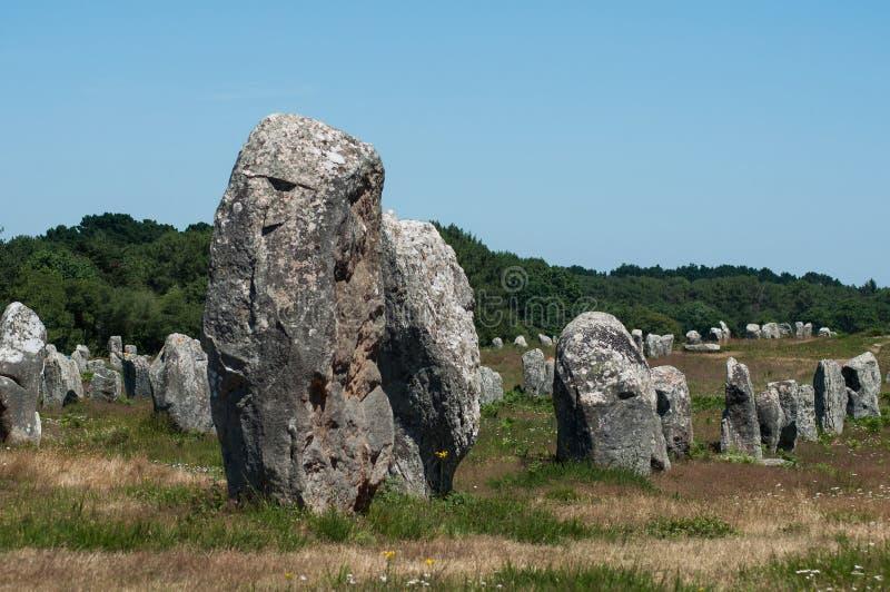Alignement célèbre de mégalithe en Carnac Brittany France photographie stock libre de droits