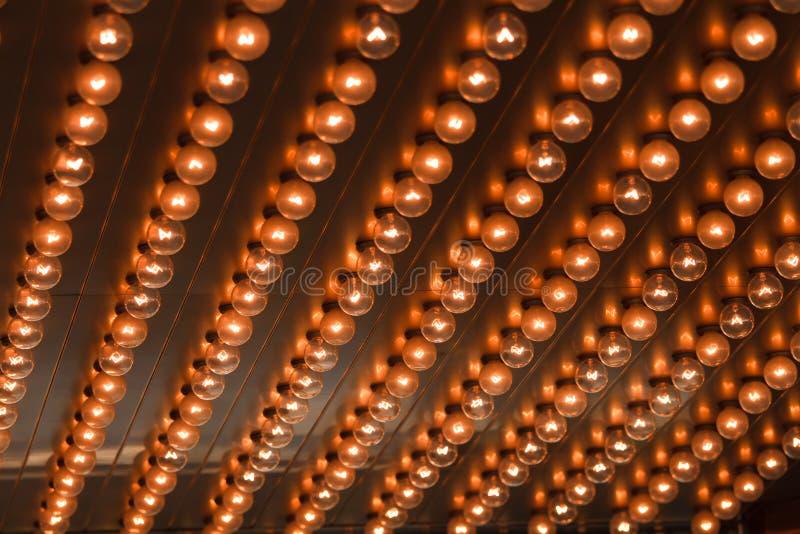 Alignement d'ampoules photo stock