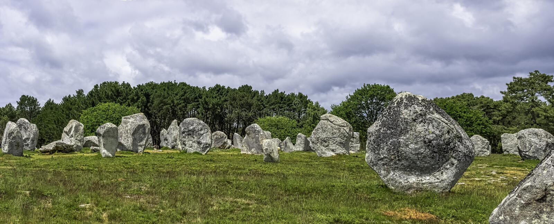 Alignements de Carnac - pedras de Carnac fotografia de stock