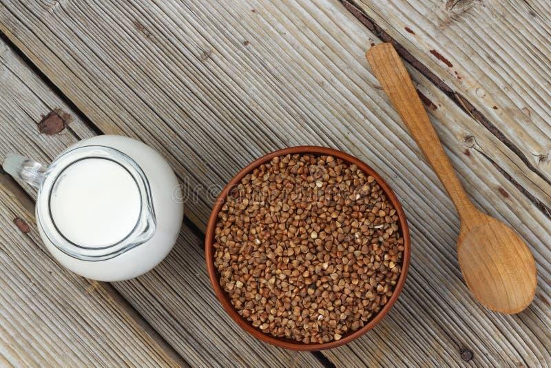 Aliment pour bébé ou nutrition de sports lait de sarrasin photos stock