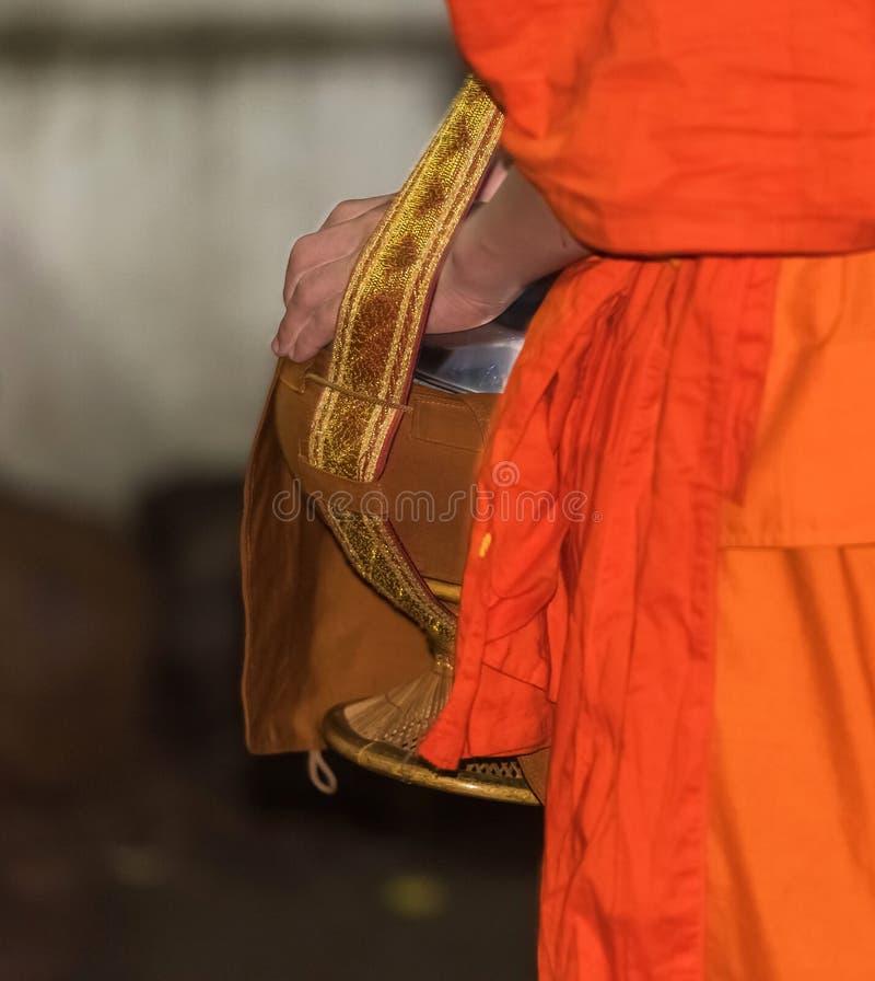 Alimentación de los monjes El ritual se llama Tak Bat, Luang Prabang, Laos Primer imagen de archivo libre de regalías