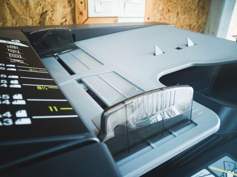 Alimentador de documento automático do close-up da impressora
