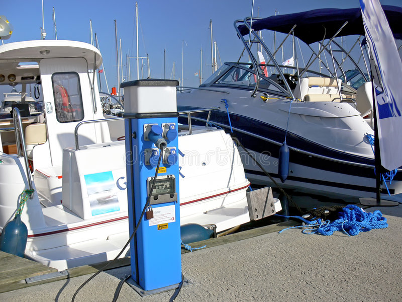 Alimentazione elettrica dell'imbarcazione a motore fotografia stock