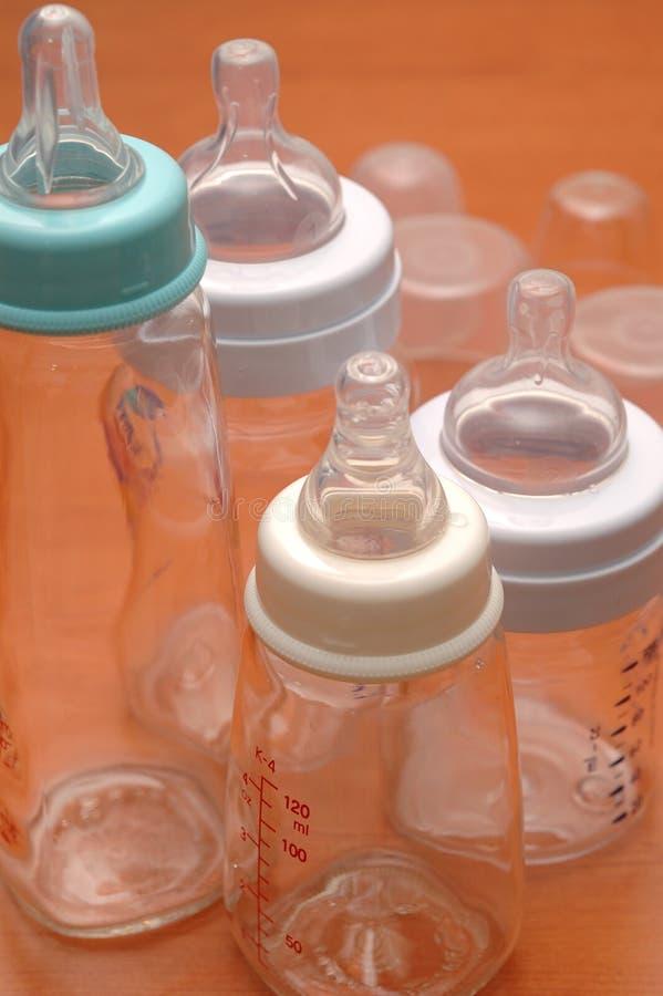 alimenter de bouteilles image libre de droits