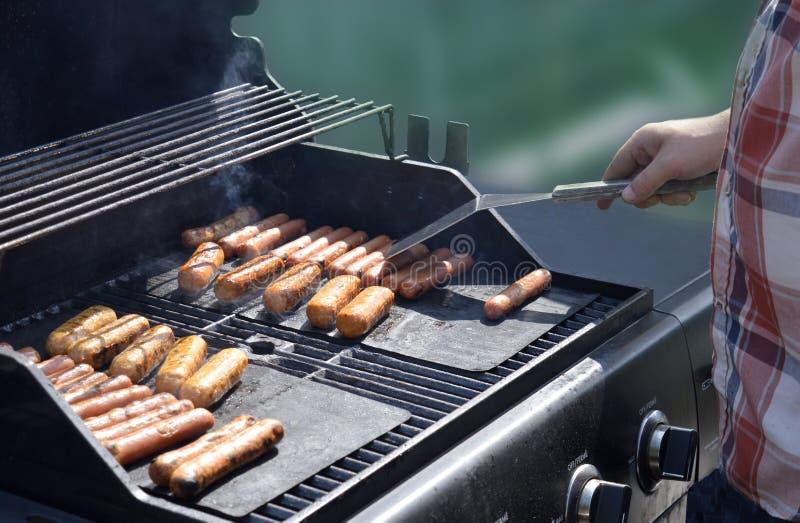 Alimentez-moi - le temps de BBQ au cottage image libre de droits