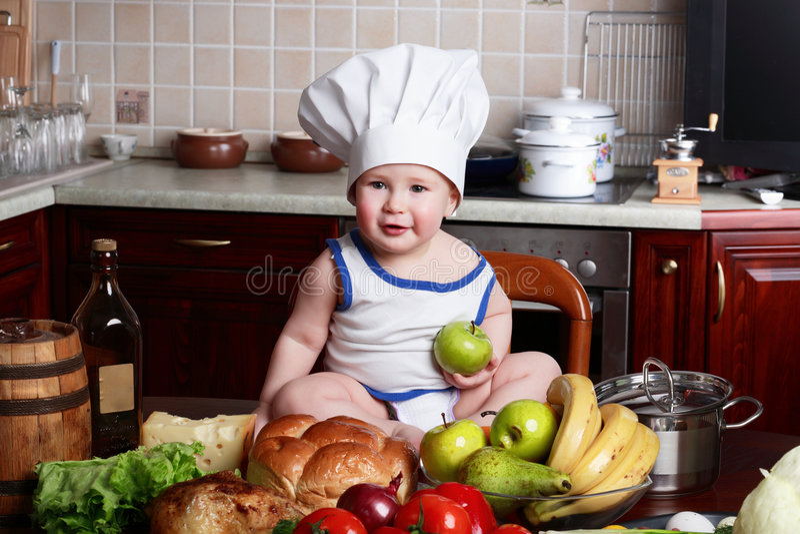 Alimenti del ragazzo immagine stock