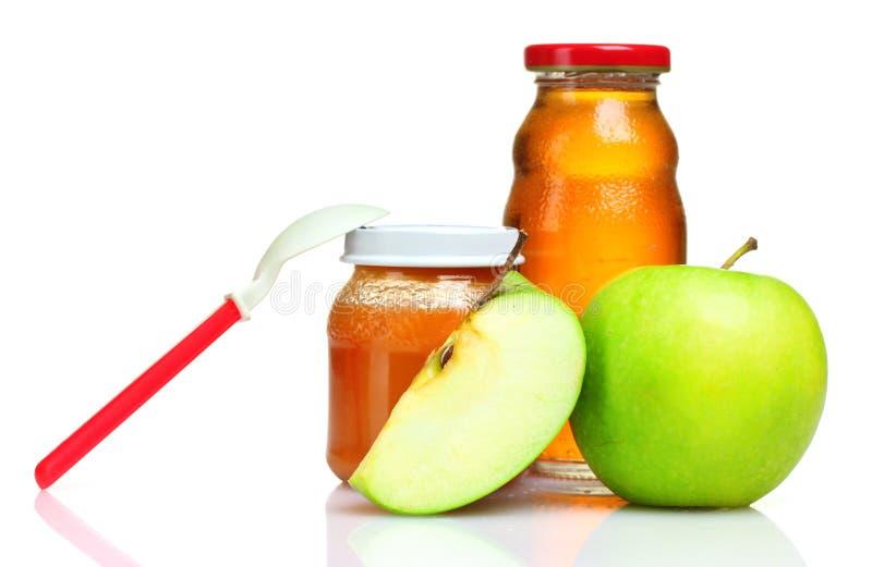Alimenti per bambini, cucchiaio e mela immagine stock