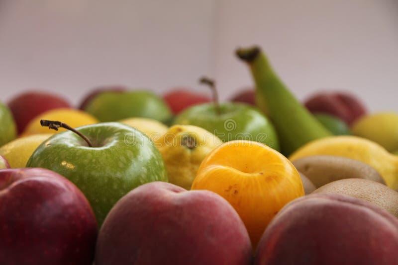Alimenti sani: frutta con tutti i colori immagine stock