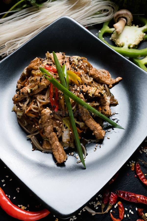 Alimento asiático da carne de porco tradicional do macarronete de arroz que prepara-se imagem de stock royalty free