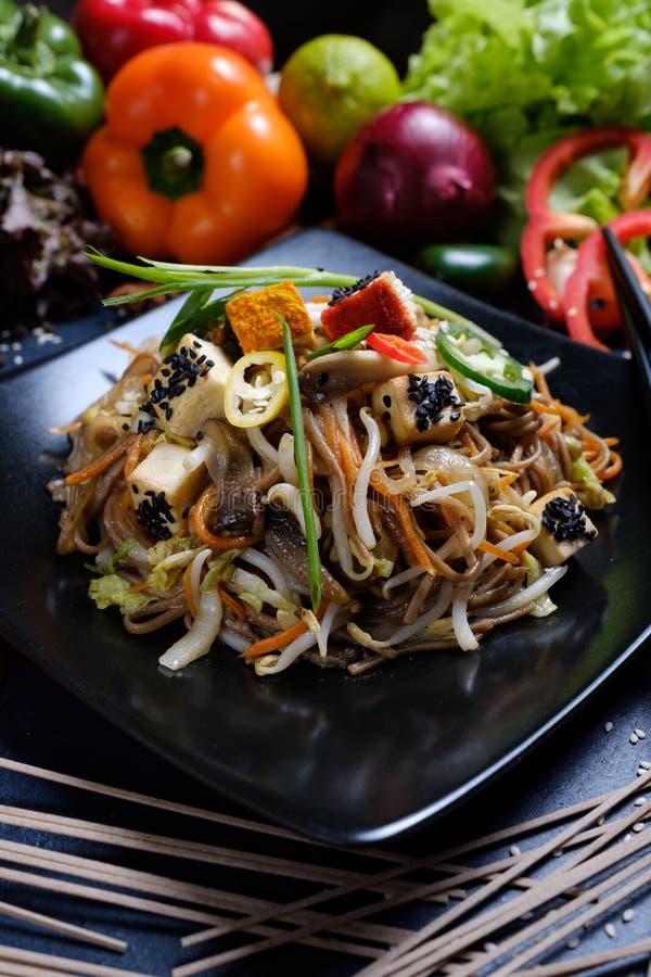 Alimento asiático do macarronete tradicional do tofu que prepara o ofício fotografia de stock royalty free