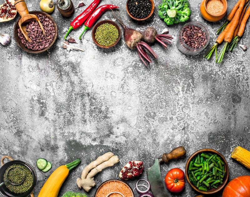 Alimento biológico Leguminosa com legumes frescos fotos de stock royalty free