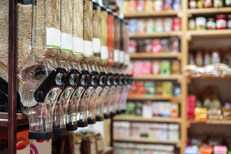 Alimento biológico sano en la bio tienda, interior imagen de archivo libre de regalías