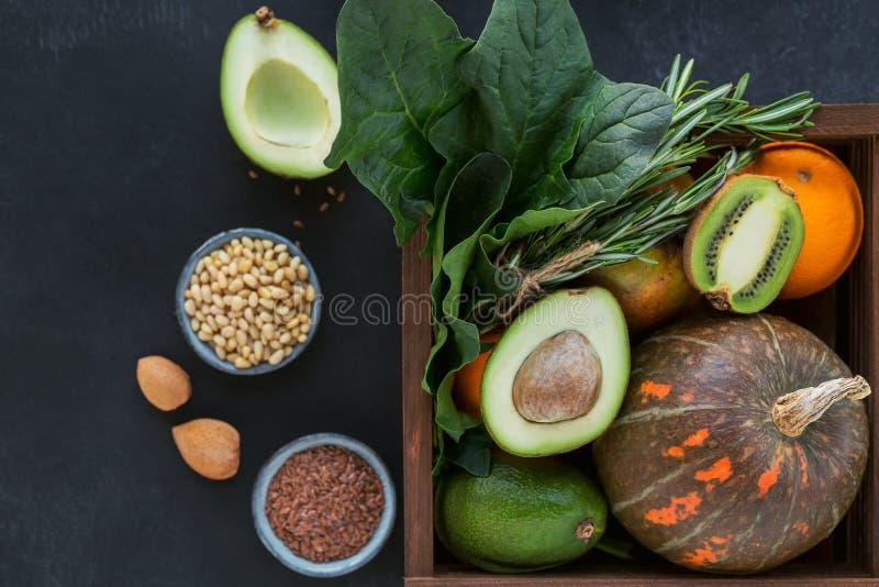Alimento biológico saudável do fazendeiro: fruto, vegetais, sementes, superfood foto de stock
