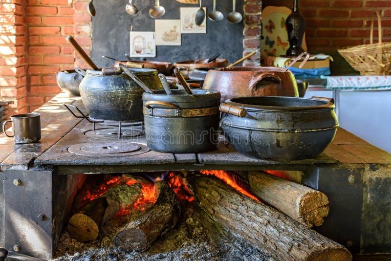 Alimento brasileiro tradicional que está sendo preparado imagens de stock