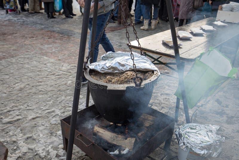 Alimento caldo per il povero ed il senzatetto fotografia stock libera da diritti