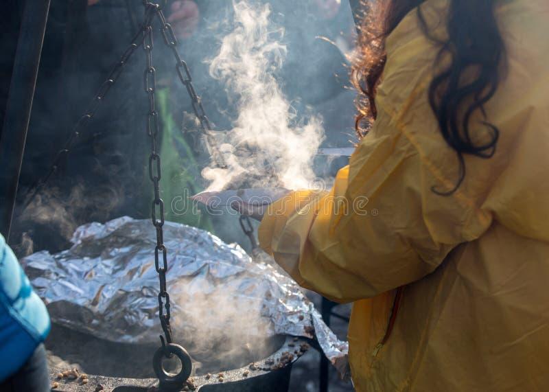 Alimento caldo per il povero ed il senzatetto immagini stock libere da diritti