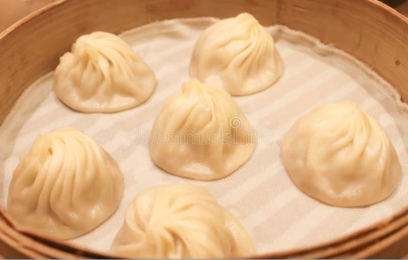 Alimento chinês, bolinha de massa tradicional da sopa de Xiao Long Bao fotografia de stock