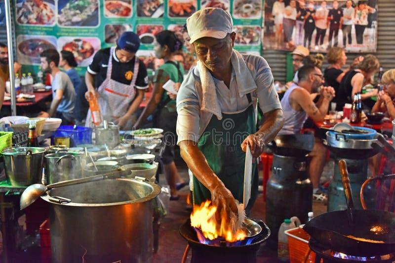 Alimento chinês da rua vendido no bairro chinês de Banguecoque imagem de stock royalty free