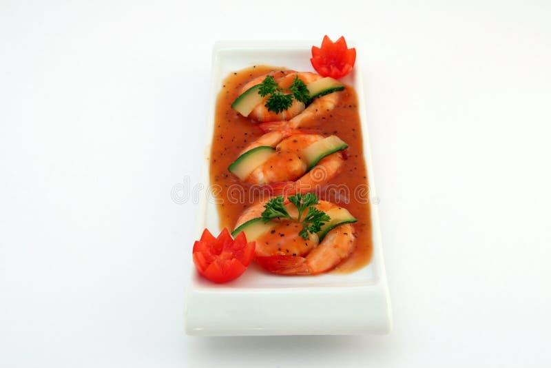 Alimento chinês - o gourmet grelhou camarões do tigre do rei no branco imagem de stock royalty free