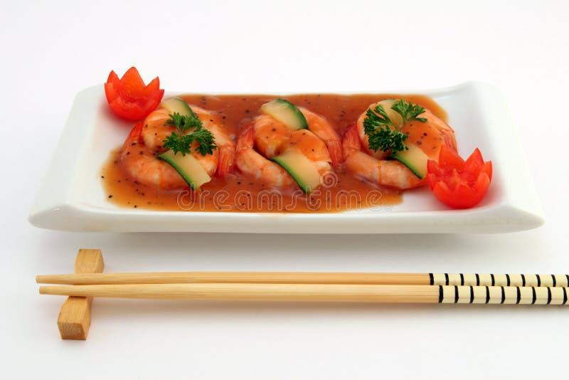 Alimento chino gastrónomo - gambas asadas del tigre del rey en blanco imagen de archivo