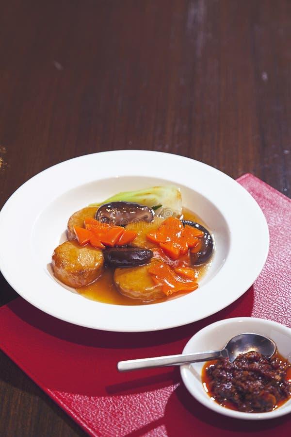 Alimento chino Queso de soja sofrito con las verduras chinas fotos de archivo libres de regalías