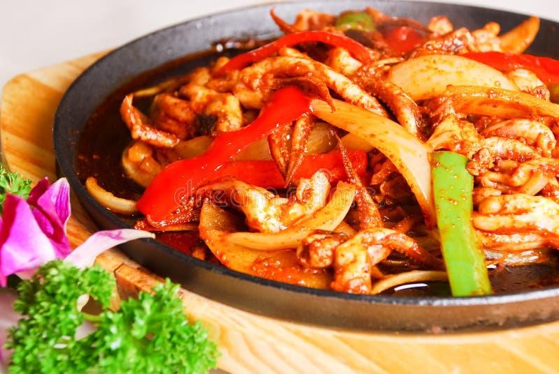 Alimento cinese - calamaro fritto cipolla fotografie stock libere da diritti