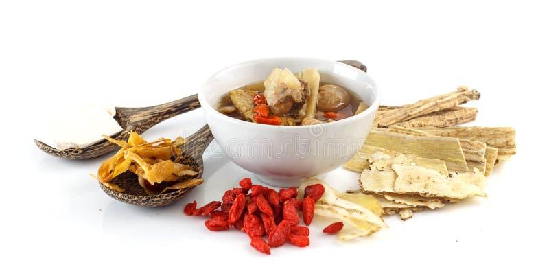 Alimento cinese - la carne di maiale strappa la minestra pura con le erbe cinesi fotografia stock