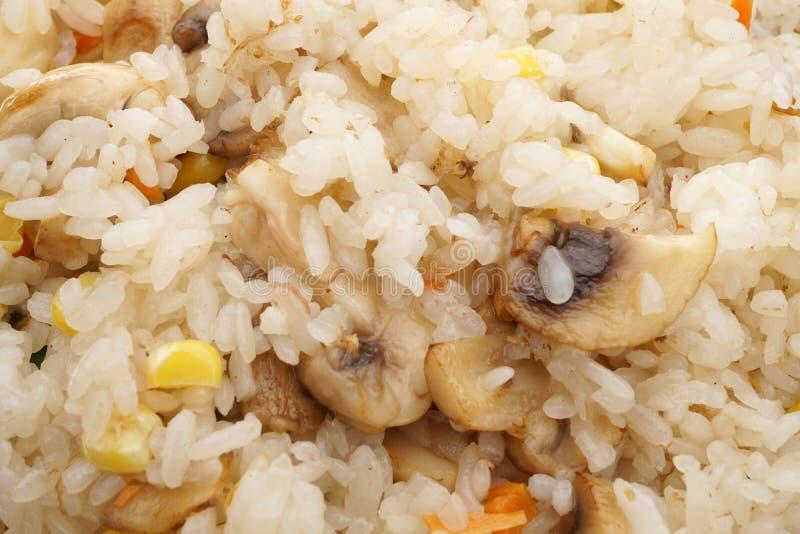 Alimento cinese Riso con i funghi e le verdure fotografia stock