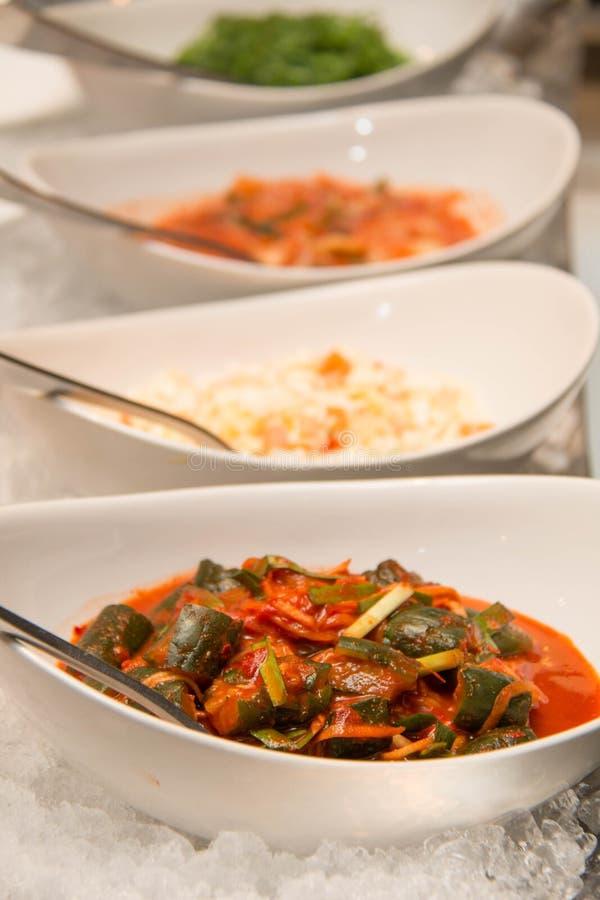 Alimento coreano do viggie de Kimchi no gelo para o bufete imagens de stock