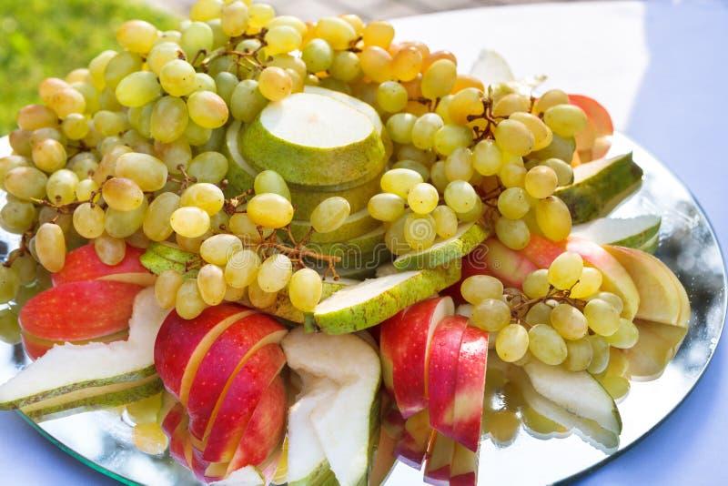 Alimento da recepção, restauração do restaurante, bandeja do fruto foto de stock royalty free