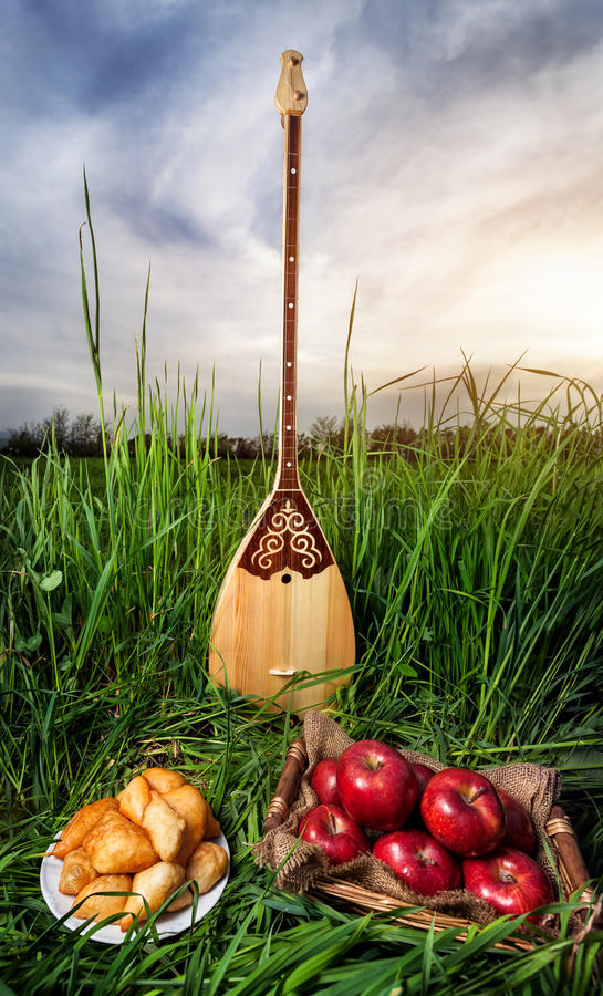 Alimento de Dombra e de Cazaque foto de stock