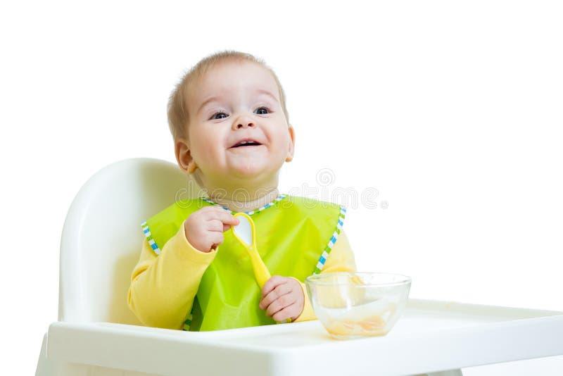 Alimento de espera da criança feliz do bebê com colher imagens de stock royalty free
