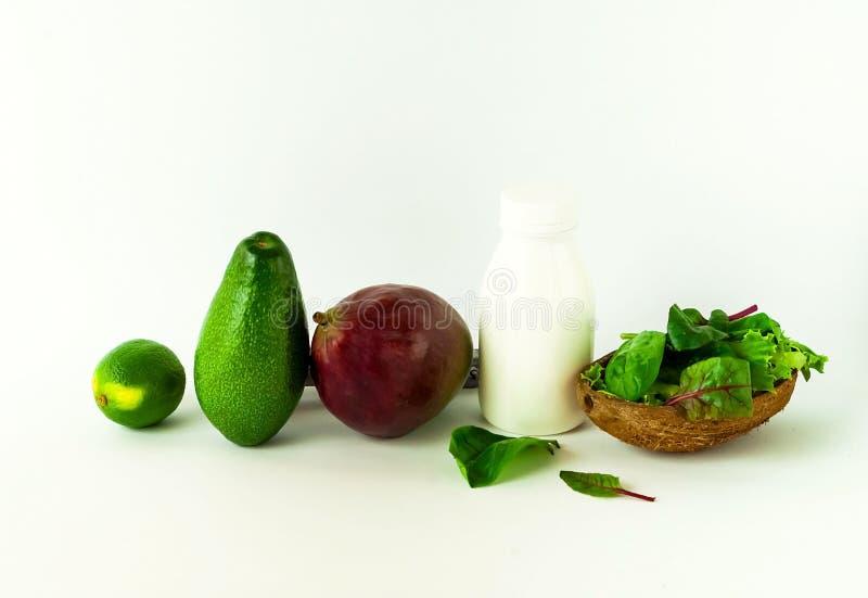 Alimento de planta no fundo branco O conceito de comer saudável Copie o espaço foto de stock