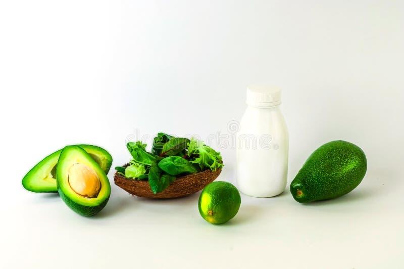 Alimento de planta no fundo branco O conceito de comer saud?vel imagens de stock royalty free