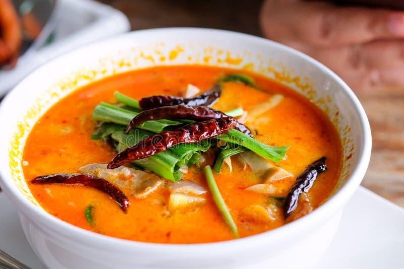 Alimento de Tom yum Koong em Tailândia foto de stock
