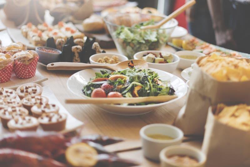 Alimento del brunch del buffet che mangia caffè festivo che pranza concetto fotografia stock libera da diritti