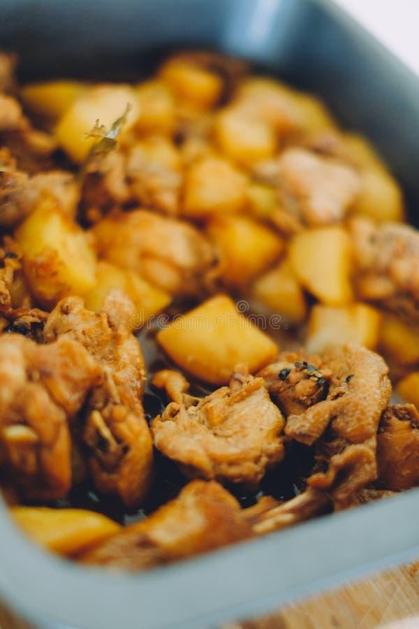 Alimento del filippino del adobo del pollo Pollo asiatico della frittura di scalpore dell'alimento con la salsa di soia, alimento fotografia stock