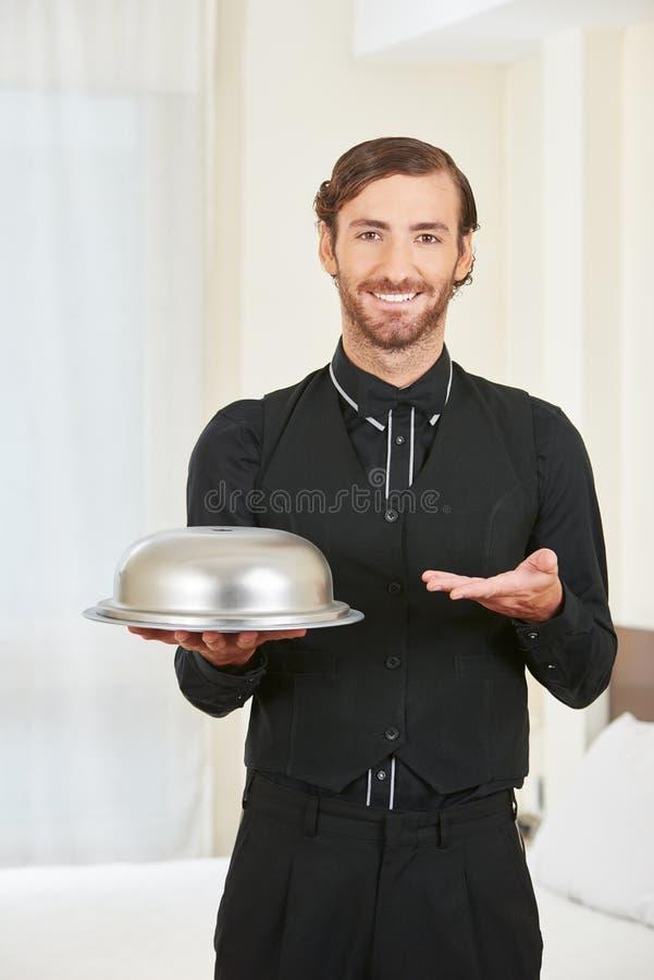Alimento del servizio della pagina dell'hotel con la campana di vetro fotografie stock libere da diritti
