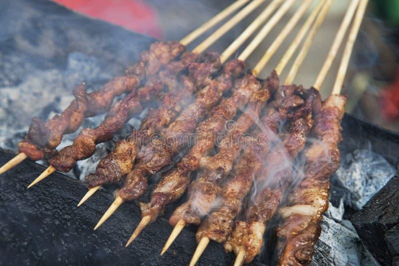 Alimento delizioso della via dei kebab dell'agnello Barbecued a Guilin fotografia stock